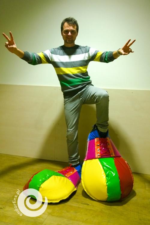 duże-buty-klauna-na-eventy-firmowe-wynajem-oraz-organizacja-imprez-dla-firm-poznań-łódź-warszawa