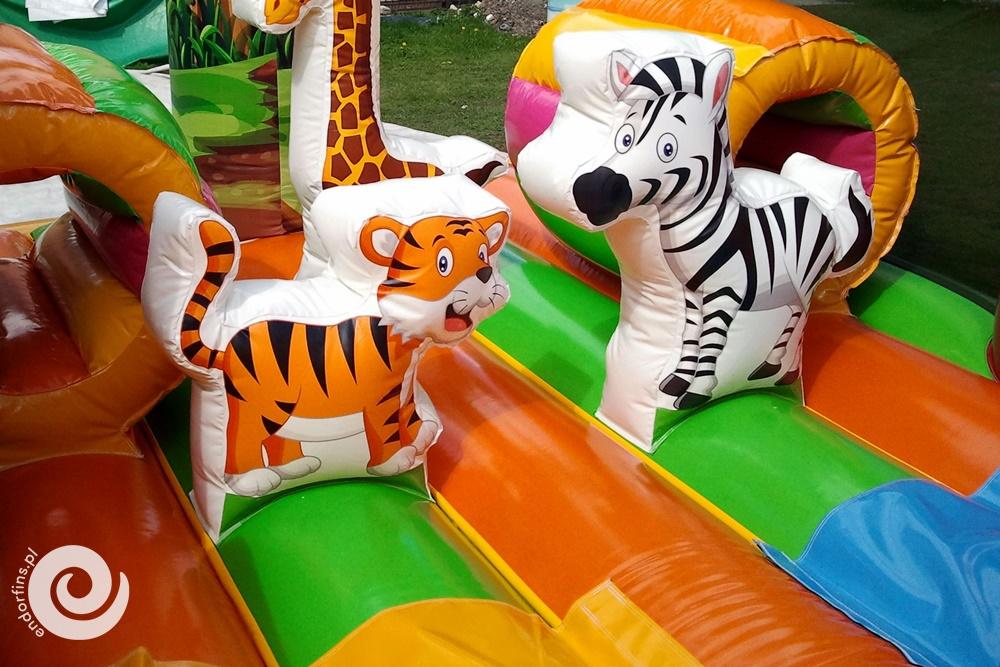 dmuchany plac zabaw - zamek do skakania ze zjeżdżalnią
