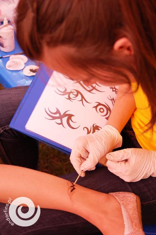 henna dla dzieci - malowanie tatuaży