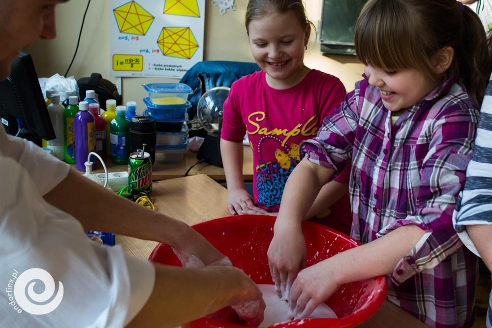 pokazy z wykorzystaniem suchego lodu dla dzieci warszawa