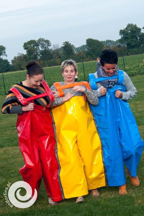 wyścigi zespołów w potrójnych spodniach