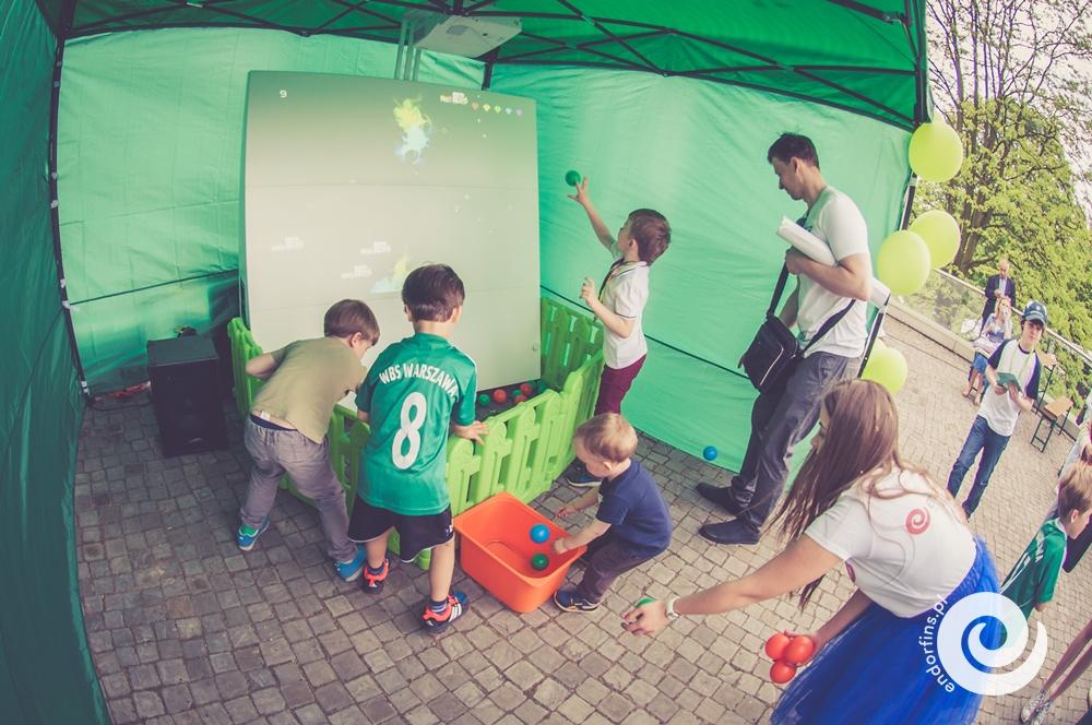 interaktywna-scianka-do-gry-wynajem-na-imprezy-dla-dzieci-knoocker-lodz