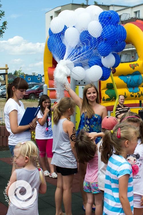 wypuszczanie balonów z helem z siatki