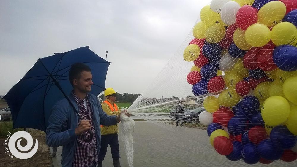 masowe wypuszczanie balonów z helem